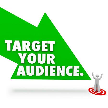prospect: Ciblez vos mots de l'auditoire sur une fl�che verte pointant vers un client, client ou prospect sur l'oeil de taureau pour illustrer la publicit� et le marketing Banque d'images
