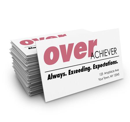 prodigy: Parola overachiever su un biglietto da visita con la descrizione superamento Sempre aspettative per aiutarti a rete e di atterrare un lavoro o avanzare la vostra carriera