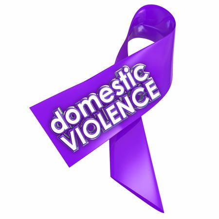 violencia: Violencia Dom�stica palabras 3d en una cinta p�rpura para crear conciencia contra el problema de la familia o del c�nyuge abusos en el hogar