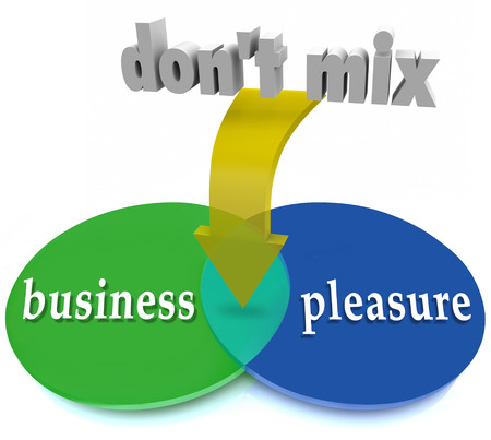 Do Business and Pleasure woorden niet samen op een Venn-diagram om het gevaar van een kantoor of werkplek romantiek of vriendschap te illustreren Stockfoto - 35260565