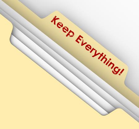 retained: Mantenga palabras Todo estampadas en una carpeta manila para ilustrar la necesidad de conservar los documentos como recibos y declaraciones de impuestos o registros para la futura referene como auditorías Foto de archivo