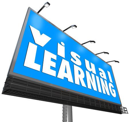 observational: Palabras de aprendizaje visuales en una cartelera azul o signo para ilustrar viendo, observando o ver una demostraci�n de un concepto de entender la educaci�n, la formaci�n y la educaci�n Foto de archivo