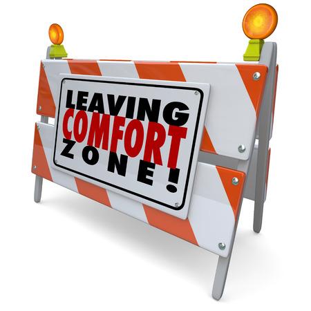 zone: Het verlaten van Comfort Zone woorden op een barrière of teken aan te moedigen om te groeien, wees dapper en avontuurlijk in nieuwe dingen proberen Stockfoto