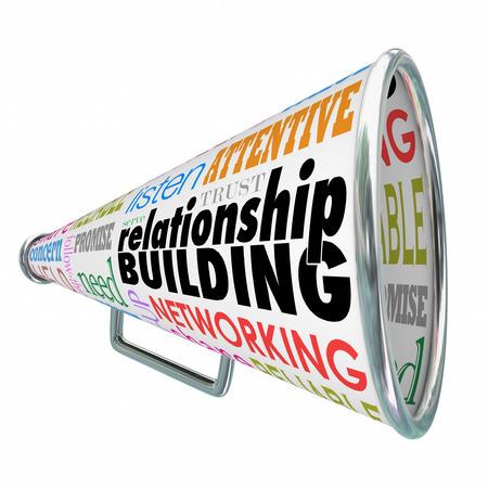 Aufbau von Beziehungen Worte auf einem Megafon oder Megaphone zu stärkeren Bindungen oder Bindungen mit Kunden, Klienten, firends oder Kontakte veranschaulichen Standard-Bild