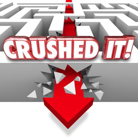 boast: It parole Schiacciato in 3d lettere rosse su un muro labirinto con freccia schiantarsi attraverso di fregiarsi di un grande lavoro su un compito finito, obiettivo o scopo