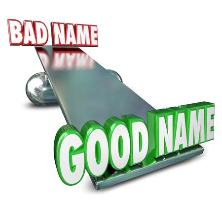 empresas: Buen Nombre Vs Malo en palabras 3d en un balanc�n o equilibrar para ilustrar la importancia de elegir o escoger la mejor marca o identidad para su negocio o empresa nueva o relaunchged