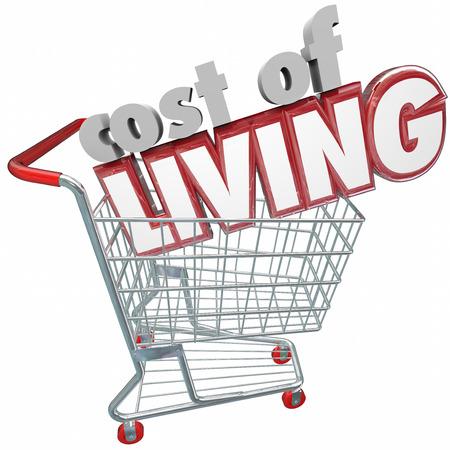 buen vivir: Costo de Vida palabras 3d en un carrito de compras para ilustrar un comprador de pagar precios más altos por bienes, servicios, productos y mercancía debido a la inflación, el presupuesto y la economía Foto de archivo