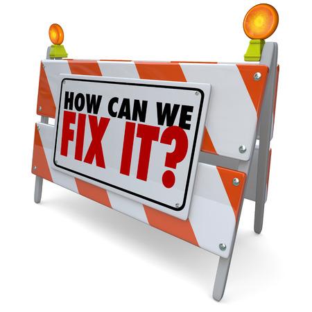 solucion de problemas: ¿Cómo podemos arreglarlo palabras en una barrera de la construcción de carreteras, el bloqueo o firmar para encontrar una solución a un problema o daño de reparación Foto de archivo