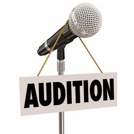Audition Wort auf einem Schild hängen von einem Mikrofon als Einladung zum Ausprobieren oder führen Sie für ein Konzert, Spiel, Film und anderen Arbeiten, die Schauspieler, Sänger oder Tänzer braucht