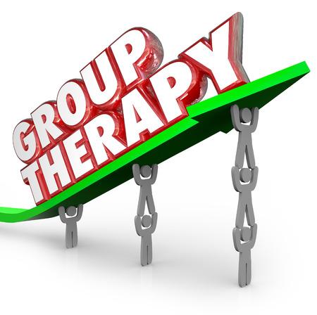 terapia de grupo: Palabras de terapia de grupo en letras rojas 3d en una flecha verde levantado por personas o pacientes que comparten sentimientos y discusiones sobre el tratamiento y formas de obtener una mejor