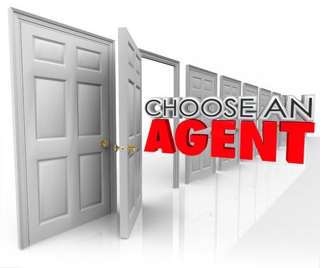 Kies een agent 3d woorden die uit een open deur moedigen u op te halen de beste bureau om uw bedrijf te vertegenwoordigen of verkopen van uw huis in onroerend goed