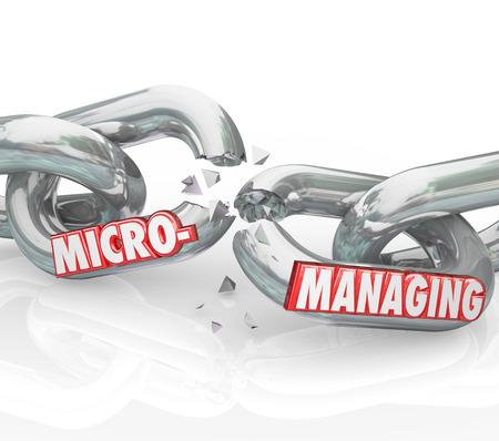 delegar: Microgesti�n palabra romperse en eslabones de la cadena para ilustrar detener las t�cnicas de manejo de malas sobre la observaci�n y la intromisi�n en el trabajo de detalle Foto de archivo