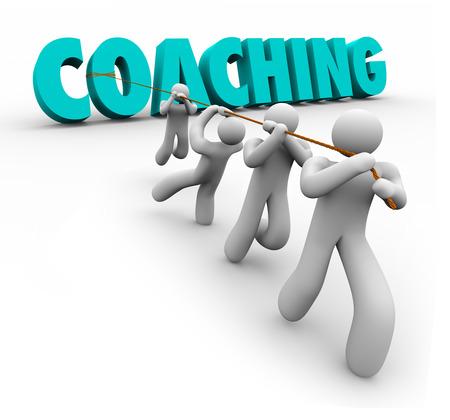 Coaching Wort in 3D-Buchstaben von einem Team gezogen, um Ausbildung, Praxis, Bewegung, Führung und Teamarbeit zu veranschaulichen ein Ziel oder Erfolg zu erreichen, Lizenzfreie Bilder