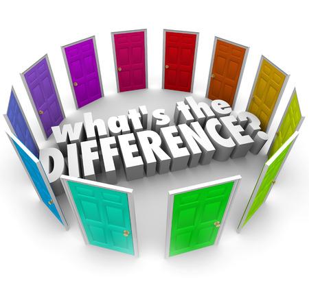Cuál es la palabra Diferencia en letras 3d rodeada de muchas puertas para ilustrar la comparación de ideas alternativas, planes u oportunidades Foto de archivo - 42420204