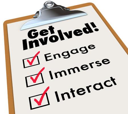 Doe mee klembord checklist om deel te nemen of te nemen actieve rol te spelen met de groep of organisatie door middel van onderdompeling, interactie en betrokkenheid Stockfoto