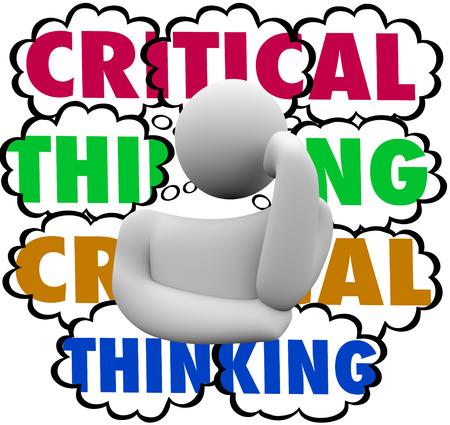 pensador: Palabras el pensamiento crítico en las nubes del pensamiento detrás de un pensador para ilustrar el uso de análisis y cuidadoso proceso o el sistema en busca de la mejora o el aumento de los resultados