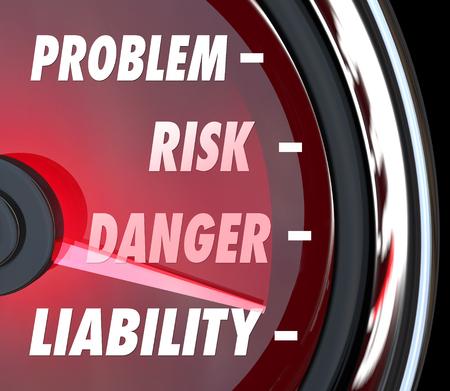 Probleem, Risico, Gevaar en aansprakelijkheid woorden op een snelheidsmeter of een meetinstrument om uw juridische blootstelling van blessures of andere gevaren of problemen te meten Stockfoto