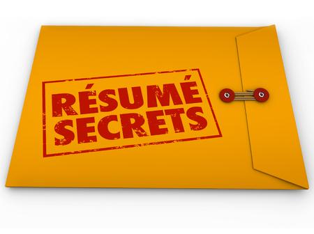 Fortsetzen Secrets Wörter auf gelben Umschlag gestempelt, um Tipps, Anleitungen und Anweisungen für ein Vorstellungsgespräch zu veranschaulichen und die Anwendung für eine offene Position Lizenzfreie Bilder