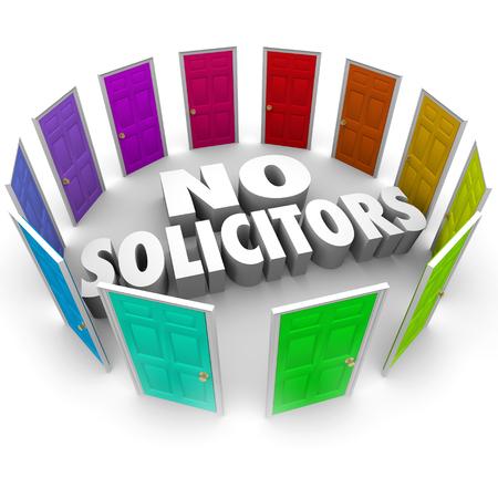 ordenanza: No Solicitors palabras rodeadas de puertas cerradas no est�n dispuestos a escuchar o conocer los vendedores o comercializadores de campa�a de solicitaci�n o publicidad