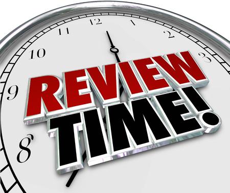 evaluacion: Revise las palabras de horario en letras 3d de un reloj para recordarle que debe hacer una evaluación o evaluación como empleado o supervisor Foto de archivo