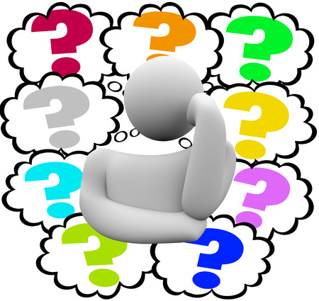 persona pensando: Los signos de interrogación en las nubes de pensamiento alrededor de un pensador o pensamiento persona preguntando acerca confusión o misterios Foto de archivo