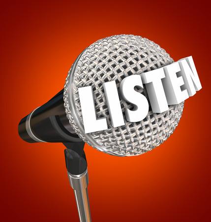 poner atencion: Escuchar la palabra en letras 3d en un micr�fono con el fondo azul que le insta a prestar atenci�n a un anuncio o importante discurso
