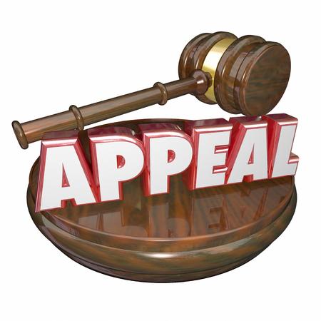 Aanspreken woord in 3d rode letters op een houten rechter hamer op een verzoek om nieuw proces van de rechtszaak te illustreren