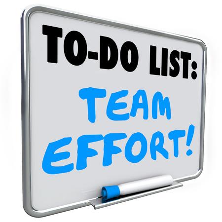 empleados trabajando: palabras escritas en equipo Esfuerzo pizarra de borrado en seco con bolígrafo azul o marcador para ilustrar el trabajo conjunto con otros empleados para alcanzar una meta Foto de archivo
