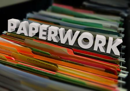 revisando documentos: Papeles en carpetas de archivos dentro de un archivador para ilustrar un proceso de revisión de documentos y formularios Foto de archivo