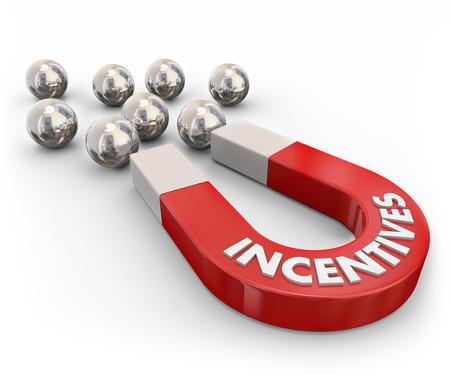 Incentives woord op een rode metalen magneet aantrekken van zilver metaal kogellagers symboliseert nieuwe klanten gelokt door beloningen, reclame, promotie, voordelen en besparingen