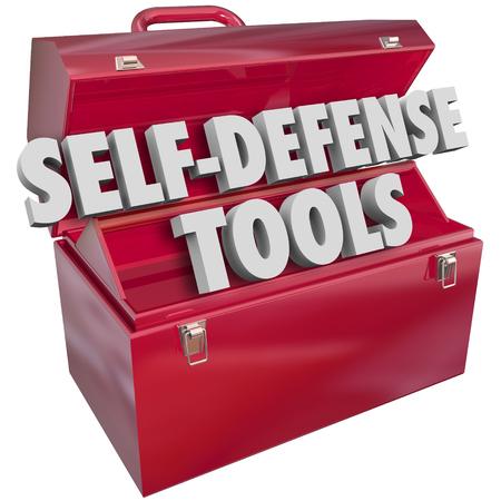 Palabras de autodefensa en letras 3d en una caja de herramientas de metal rojo para ilustrar cómo protegerse de la delincuencia, ataque o asalto Foto de archivo - 48963548