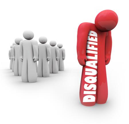desconfianza: persona descalificada y se distingue por sí sola del grupo después de haber sido negado o rechazado por su falta de experiencia o cualificación