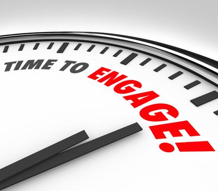 Time to Engage mots sur une horloge pour illustrer la nécessité d'interagir, de participer, adhérer ou partager avec un groupe Banque d'images