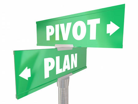 Plan Vs Pivot Change Direction nieuwe strategie Vision Verkeersborden