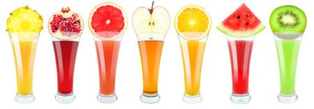 jugo de frutas: jugo de frutas en vidrio en el fondo blanco Foto de archivo