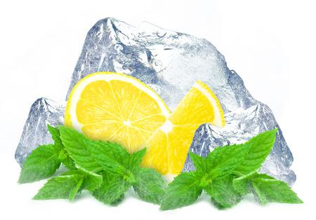 glace de citron et de menthe isolé blanc