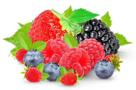 frutas del bosque aislados sobre fondo blanco