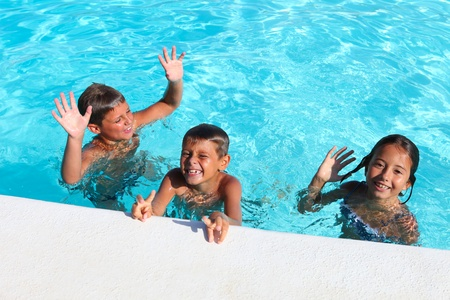 children playing in a pool  Foto de archivo