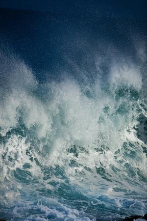 Las olas del océano Foto de archivo - 12306781