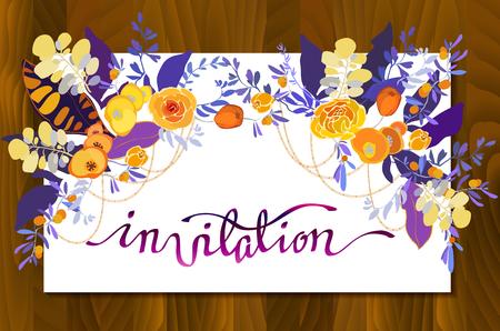 Kalligraphie Zeichen Einladung mit Blumensträußen Grenze Rahmen. Orange, gelb, lila Blüten und Blätter auf weißem Hintergrund und Holz Textur Einladung Kalligraphie Zeichen für Hochzeit, Partei, Feier