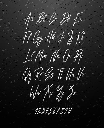 칠판 배경에 고립 필기 브러쉬 스타일 현대 초록 글꼴. 질감 된 handleterered 라틴어 글꼴 문자 및 숫자 벡터 일러스트 주식 벡터입니다.