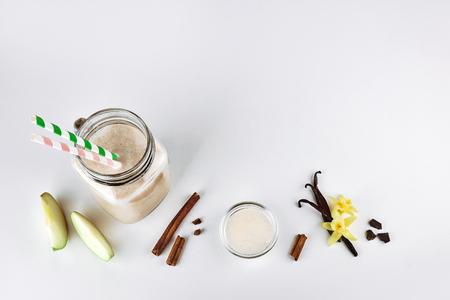 Cocktail, protein with apple, cinnamon, vanilla in a glass jar. Functional nutrition Foto de archivo - 116361153