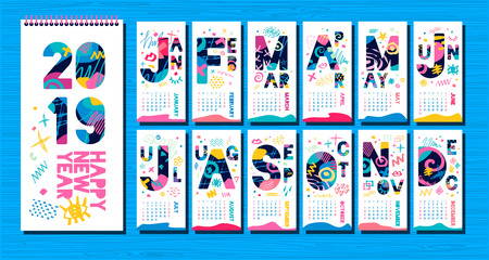 Wall Monthly Calendar template 2019. Vertical monthly calendar template, lettering typography. White background. Weeks start on sunday. Hand drawn vector elements, lettering. Ilustração