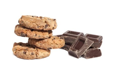 Cookies und Schokolade St�cke, isoliert auf wei�em Hintergrund