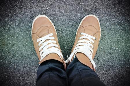 para baixo: Pés e sapatos. Imagem Selfie