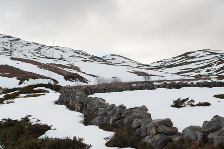 Fields and mountains covered by de snow in winter