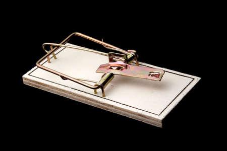 mousetrap: Basic moustrap isolato su sfondo nero.  Archivio Fotografico