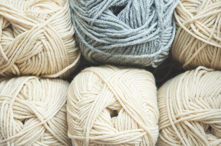 Fondo de tejido. Hilo de tejer para ropa de invierno artesanal. - imagen