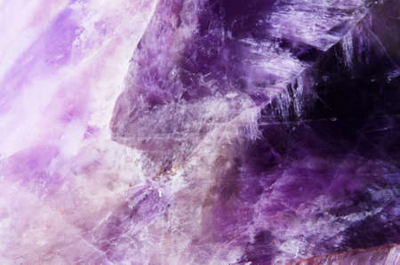 The texture of the mineral - Amethyst. Macro shooting of natural gemstone. - Image 免版税图像