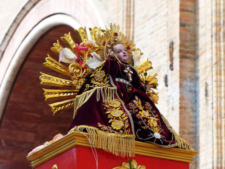 Cuenca, Ecuador-December 24,2019: Sculpture of the infant Jesus, called Niño Viajero. It is main symbol of one of the biggest celebrations in Ecuador Pase del Niño Viajero which holds on Christmas Eve 新聞圖片